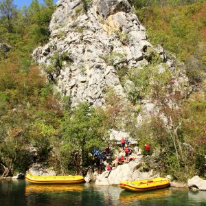 Pause cliff diver swim cetina river