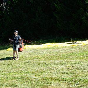 Miri mit Paragliding Schirm