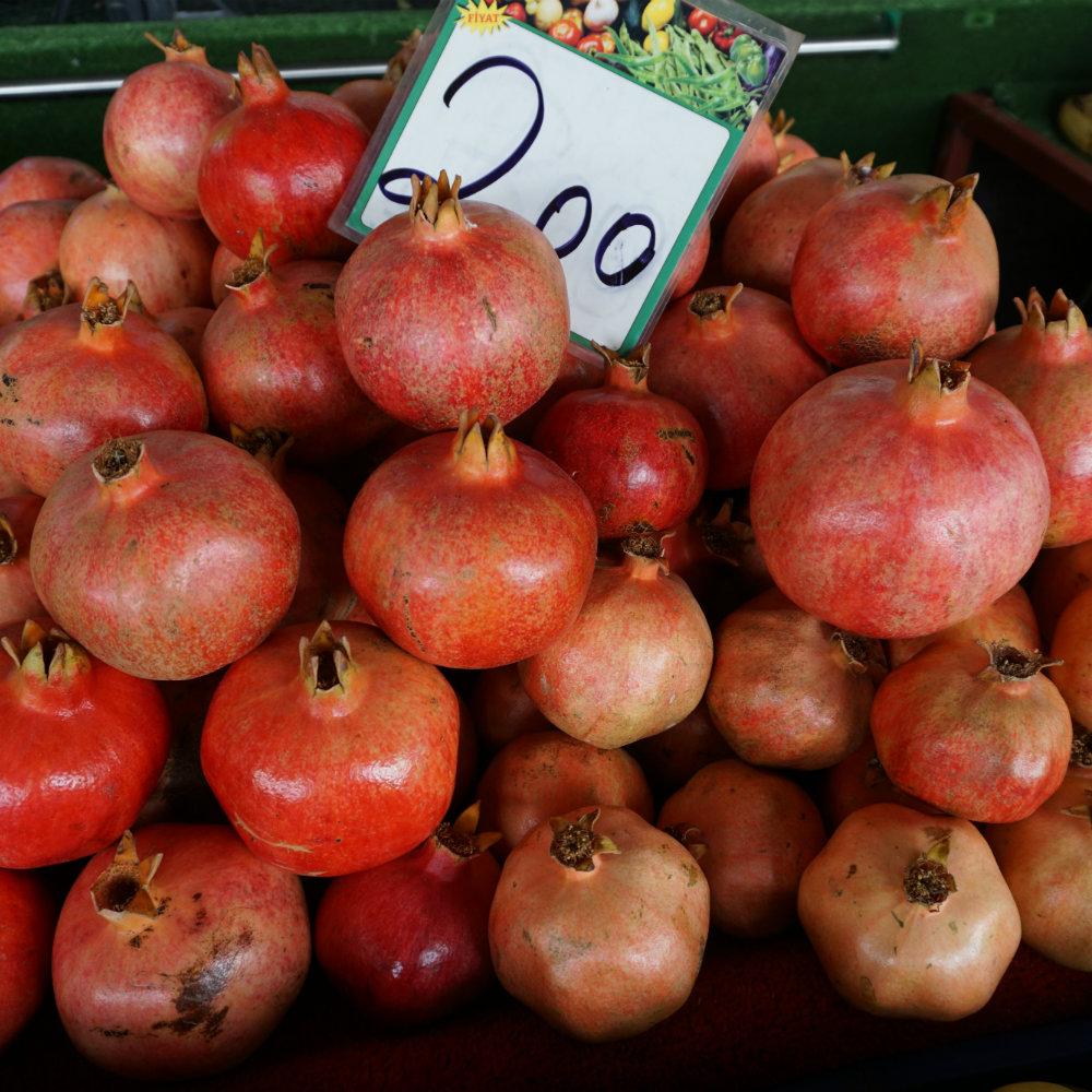 Granatäpfel auf Markt in der Türkei