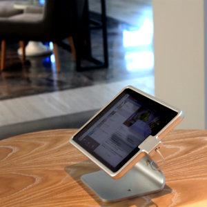 Tablet mit BLUE App: Darüm kümmert sich Sandra Cetin als BLUE Guide