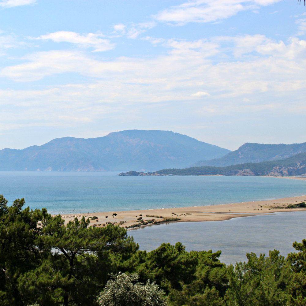 Istuzu Strand Aussicht auf dem Weg