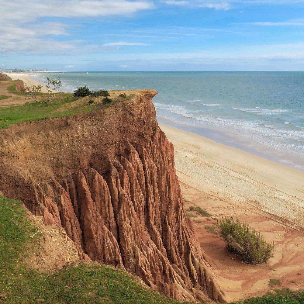 Praia de Falesia Felsklippe Blick auf Meer