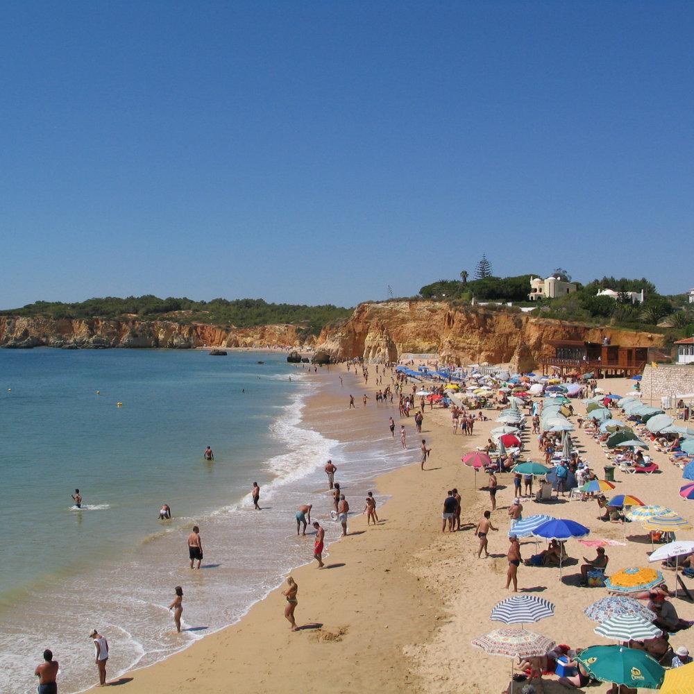 Praia da Rocha Lebhafter Strand Badegäste