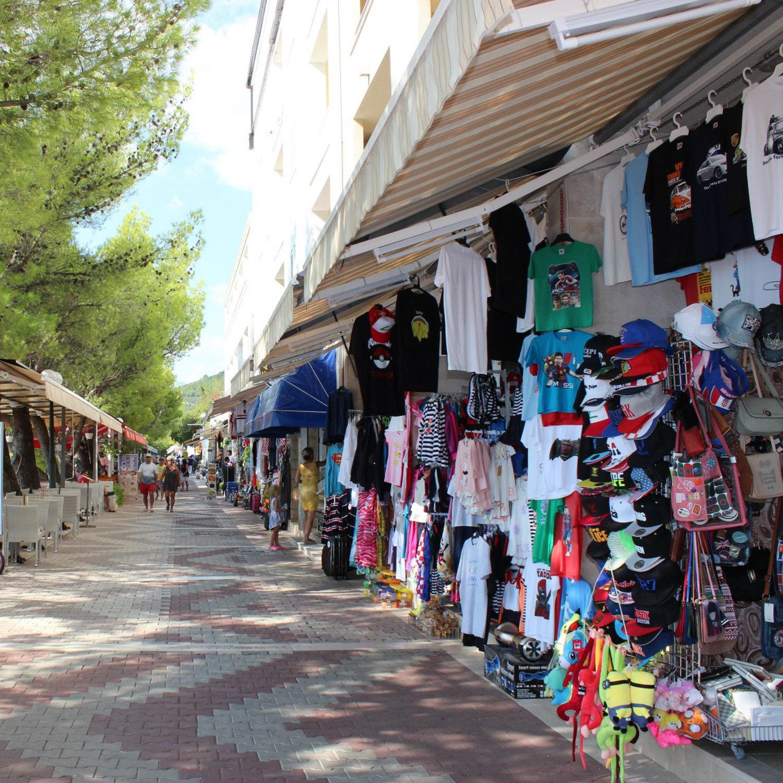Straßenmarkt in Tucepi