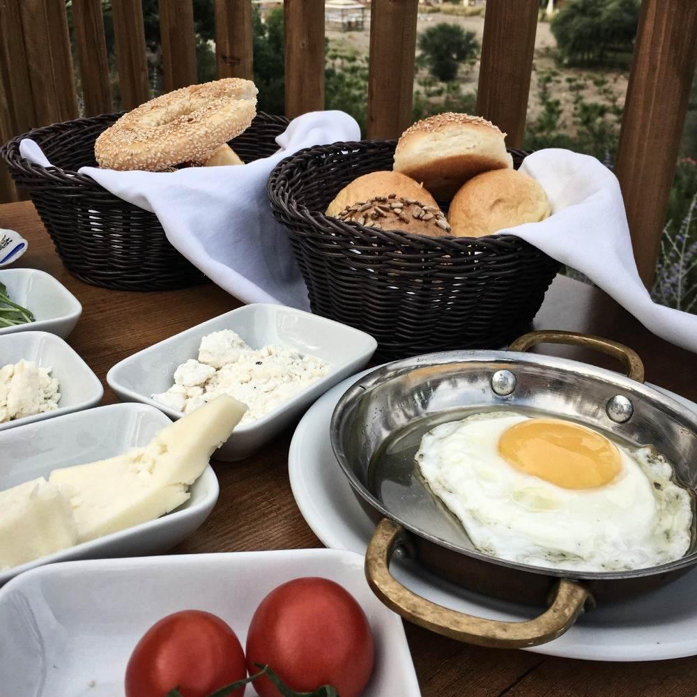 Dorffrühstück Spiegelei Pfanne