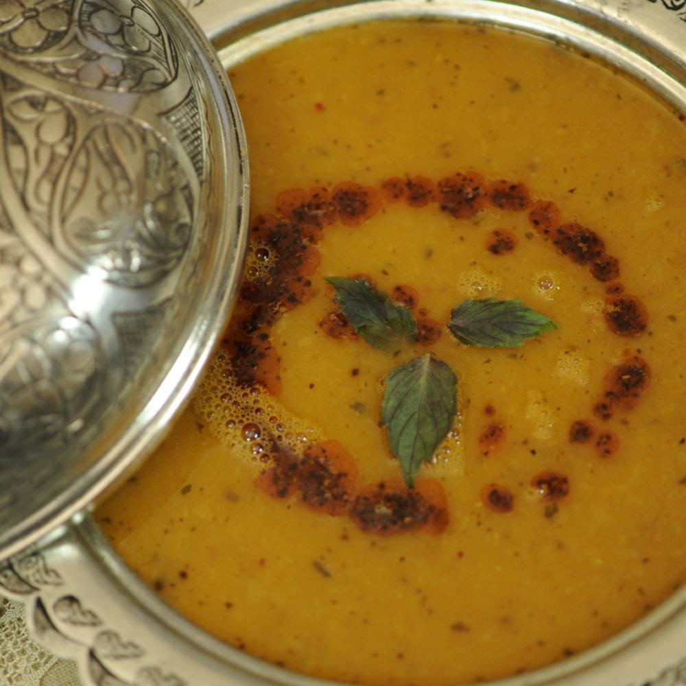 Türkischen Gerichte Linsensuppe in Schale