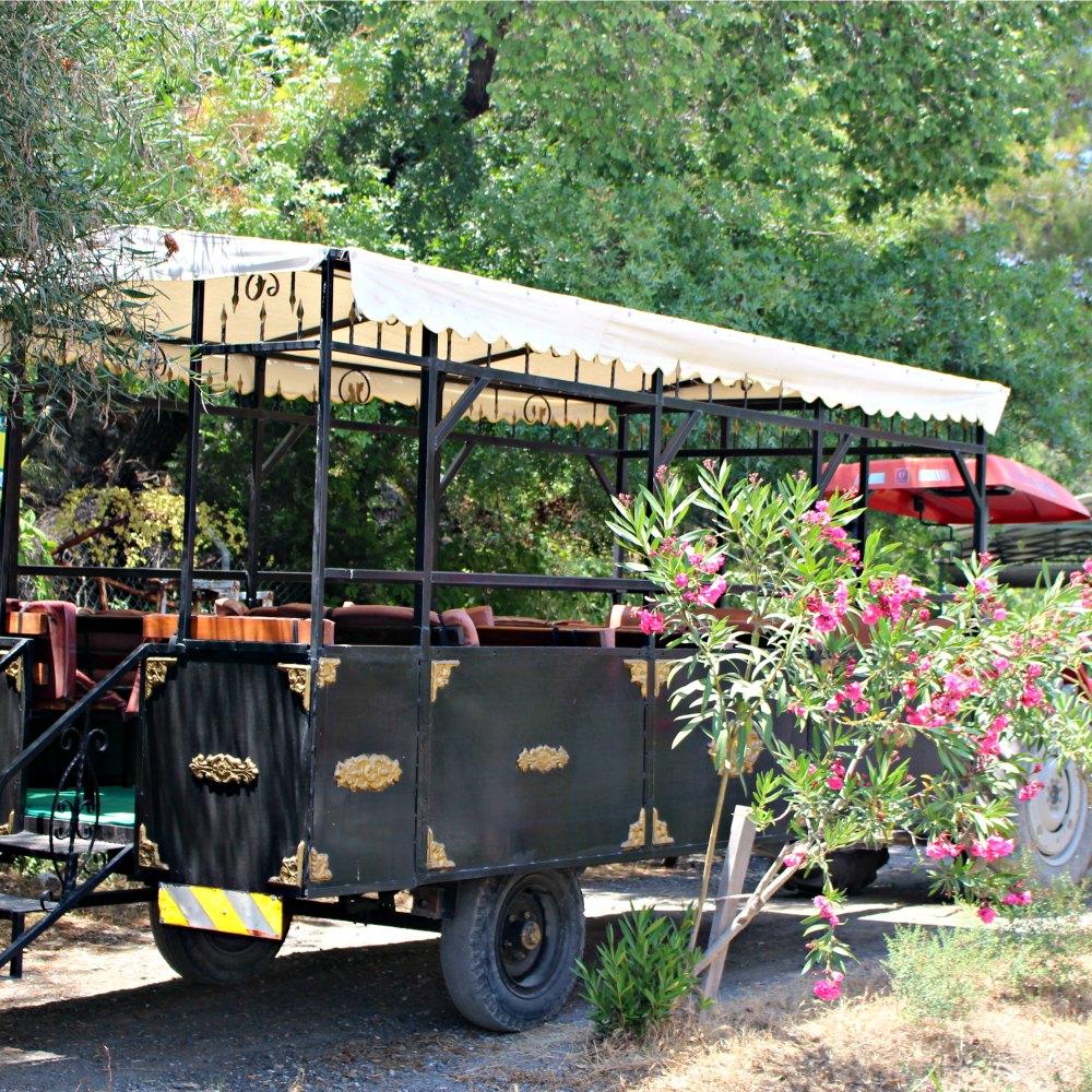 Traktorähnliches Automobil Kaunos