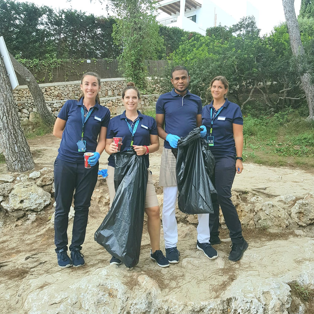 beach cleaning tui blue rocador