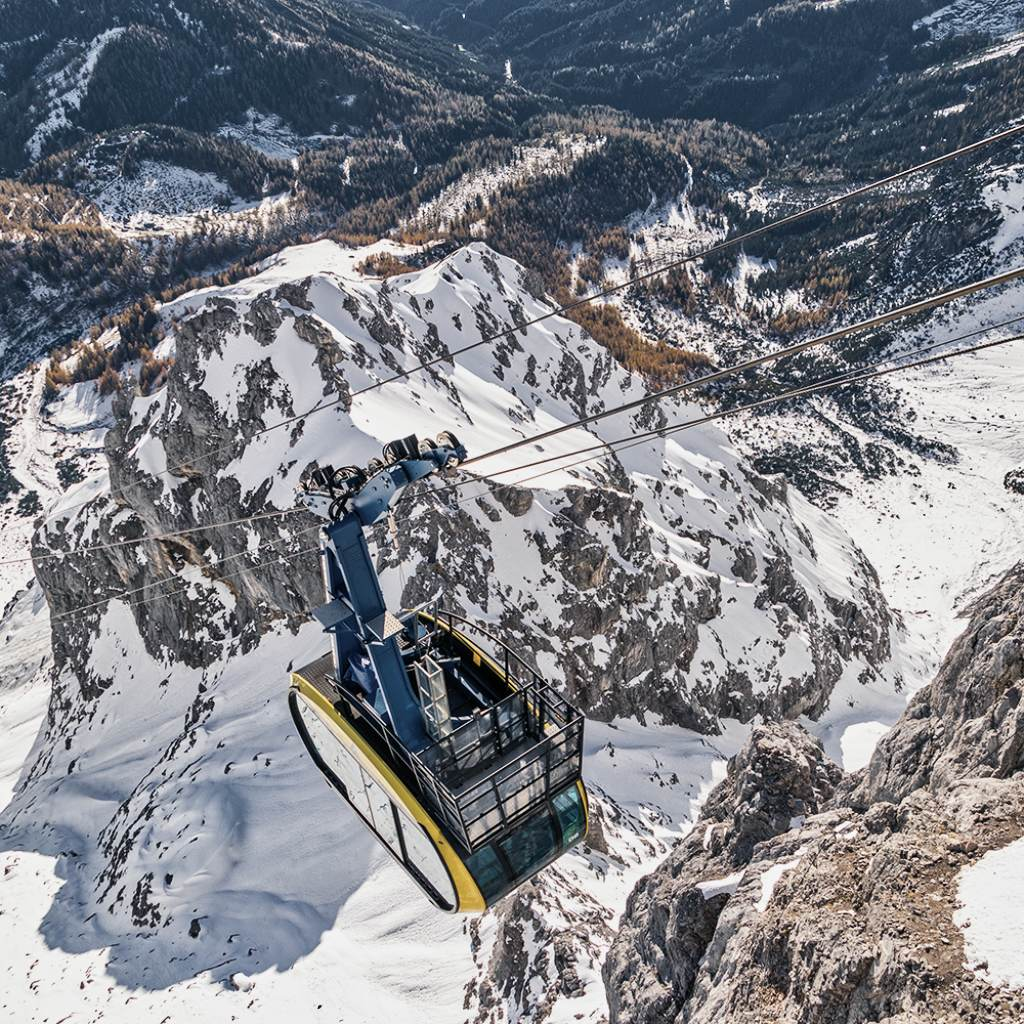 views of panoramic gondola dachstein