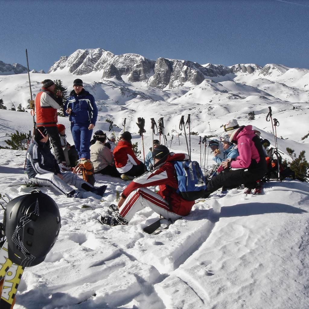 Skitour Dachsteinüberquerung Pause Personen