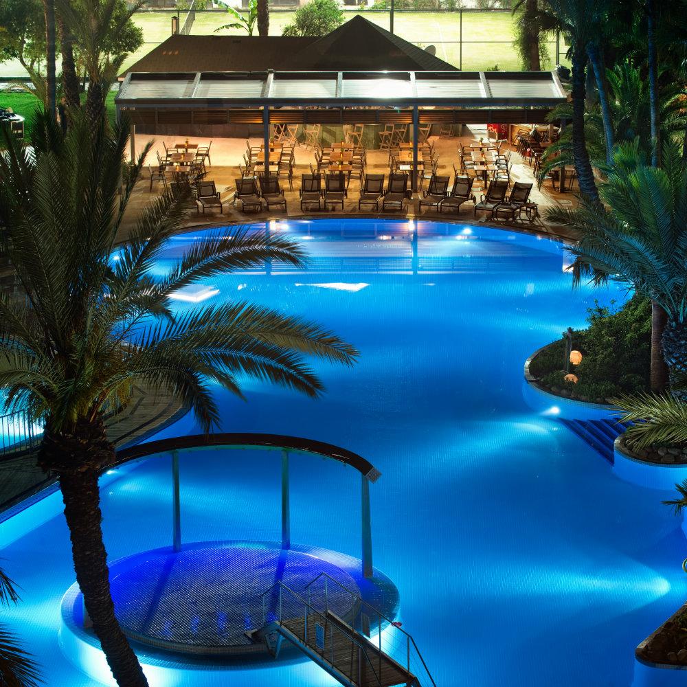 TUI BLUE Grand Azur Nachtaufnahme Pool