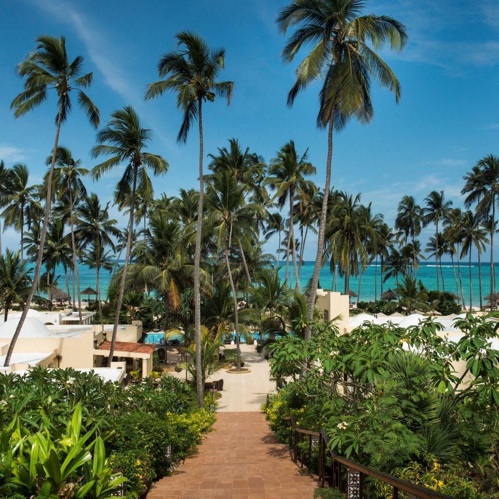 Hotelanlage Palmen Treppe Sansibar