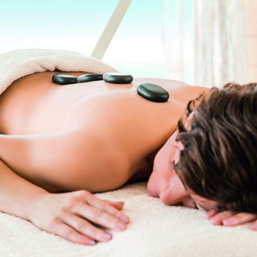 Hot Stone Massage im BLUE Spa