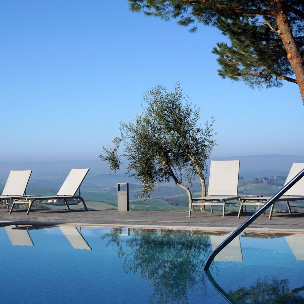 Il Castelfalfi Hotelpool mit Ausblick