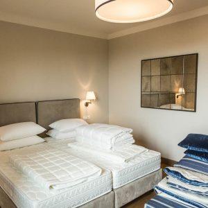 Eröffnung 5 Sterne Hotel Toskana Il Castelfalfi ungemachtes Hotelbett