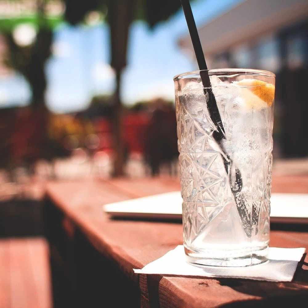 leckerer cocktail in der beachbar