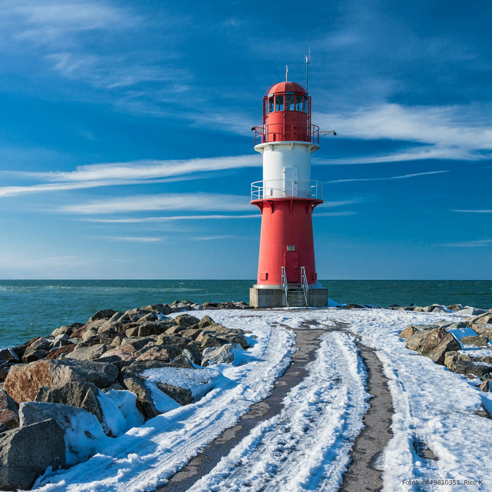 Winter holiday in Mecklenburg-West Pomerania: Lighthouse in winter