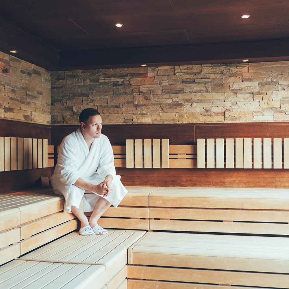 mann in sauna tui blue fleesensee