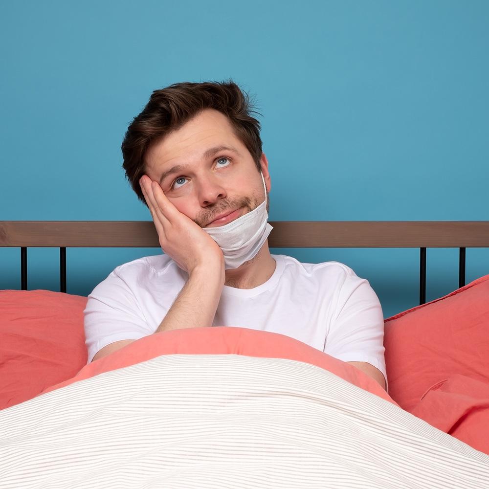 Gelangweilter Mann im Bett