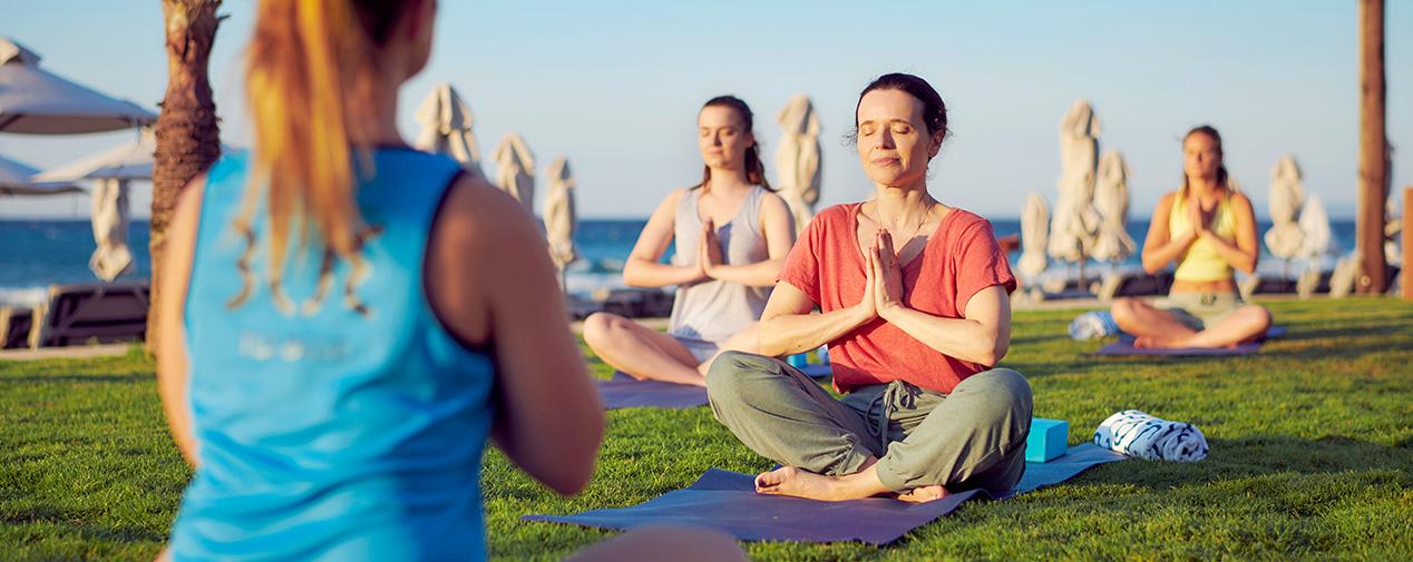 Mentale Fitness Strand Frauen Yoga