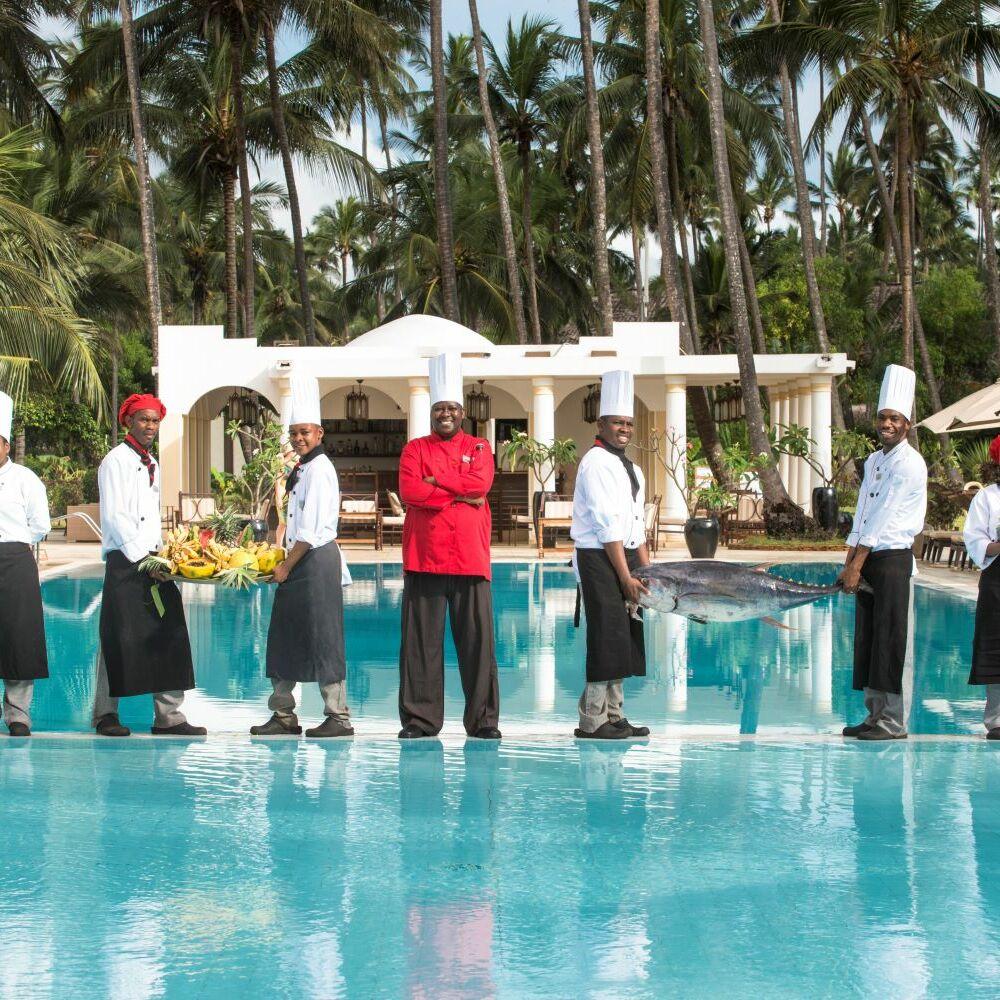 Mitarbeiter TUI BLUE Zanzibar am Pool