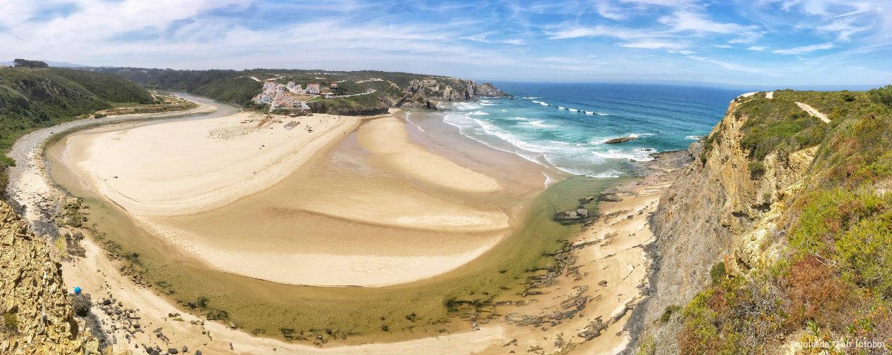 Breiter Sandstrand für Surfer Wellen Meer