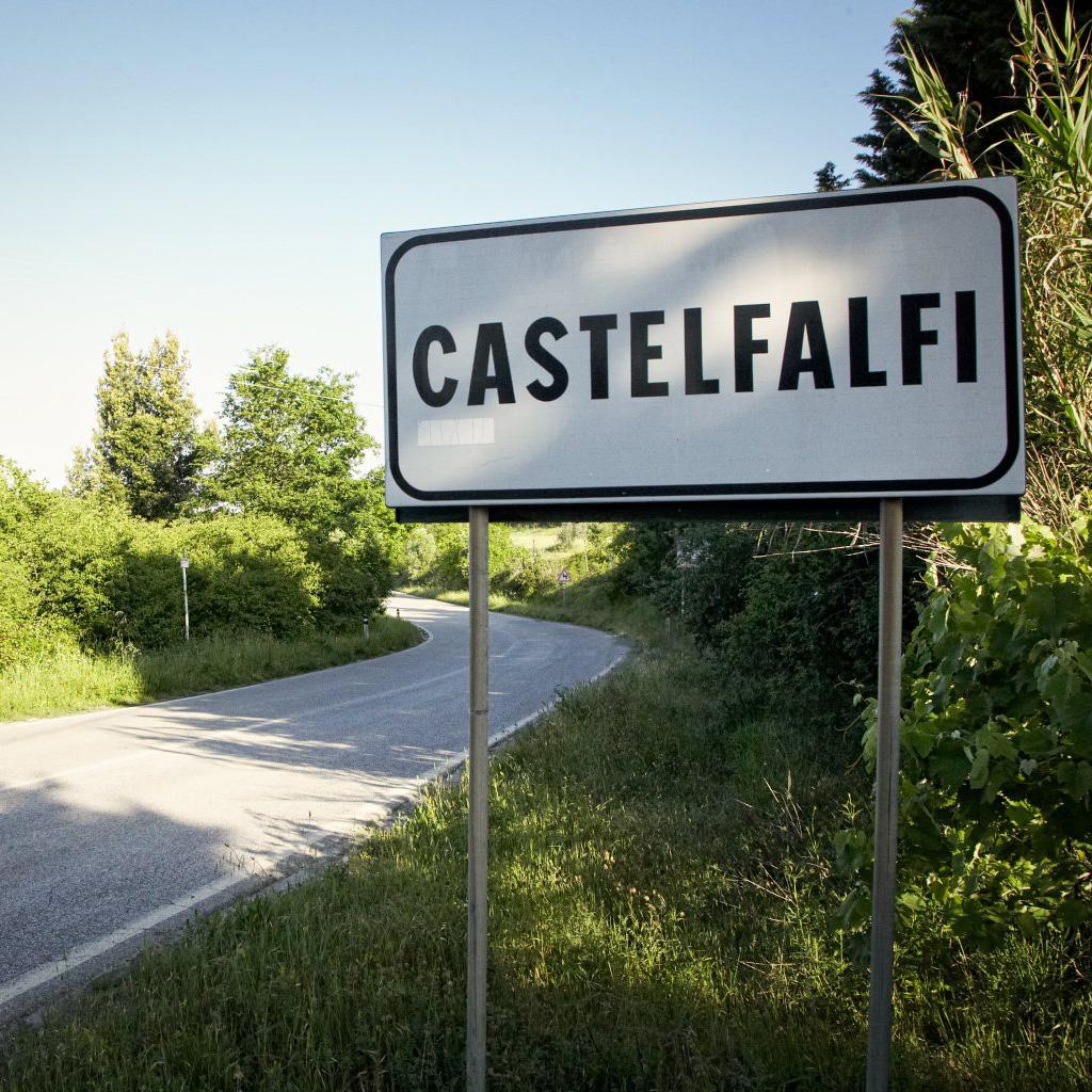 ortseingangsschild castelfalfi