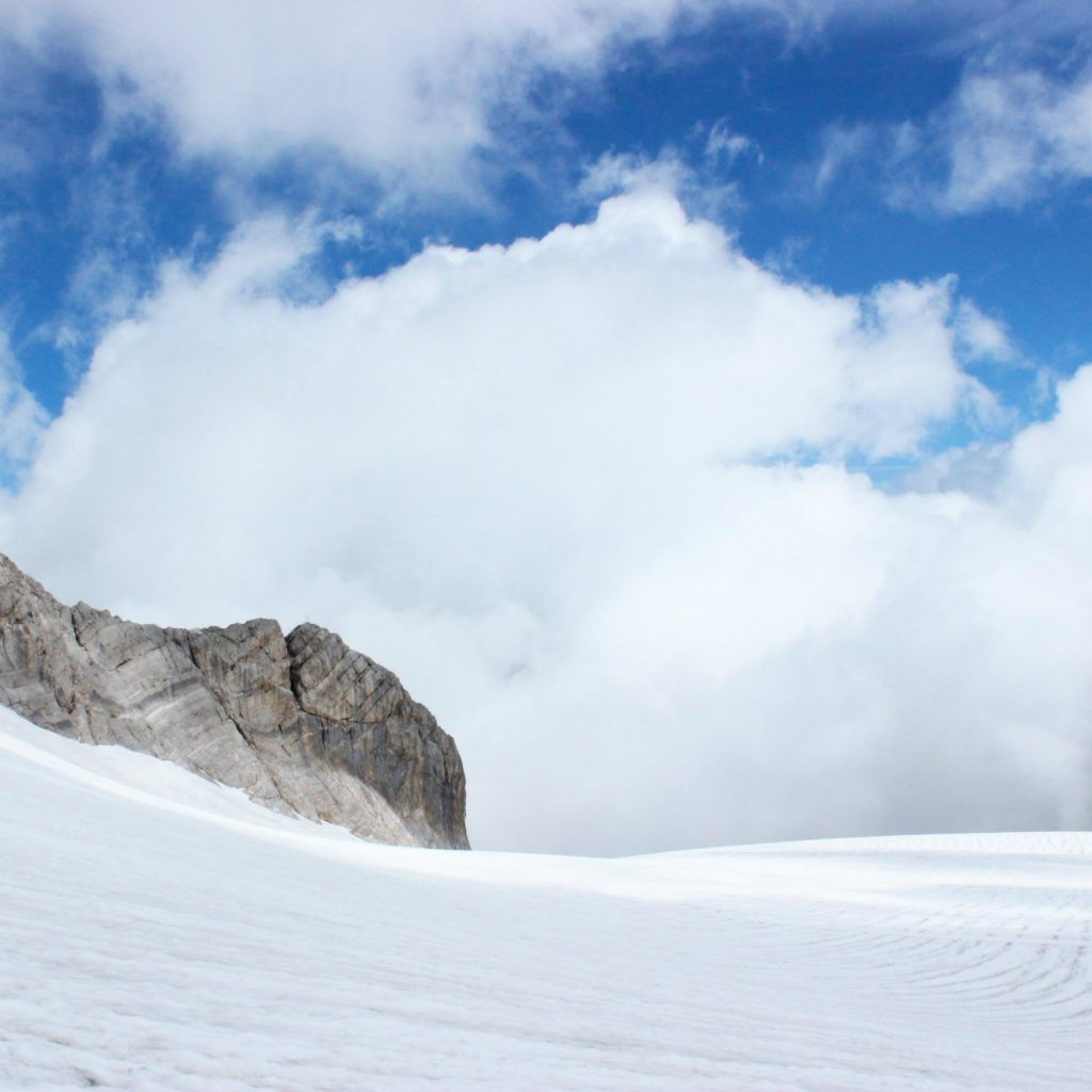 Schneebedeckter Berg in Schladming