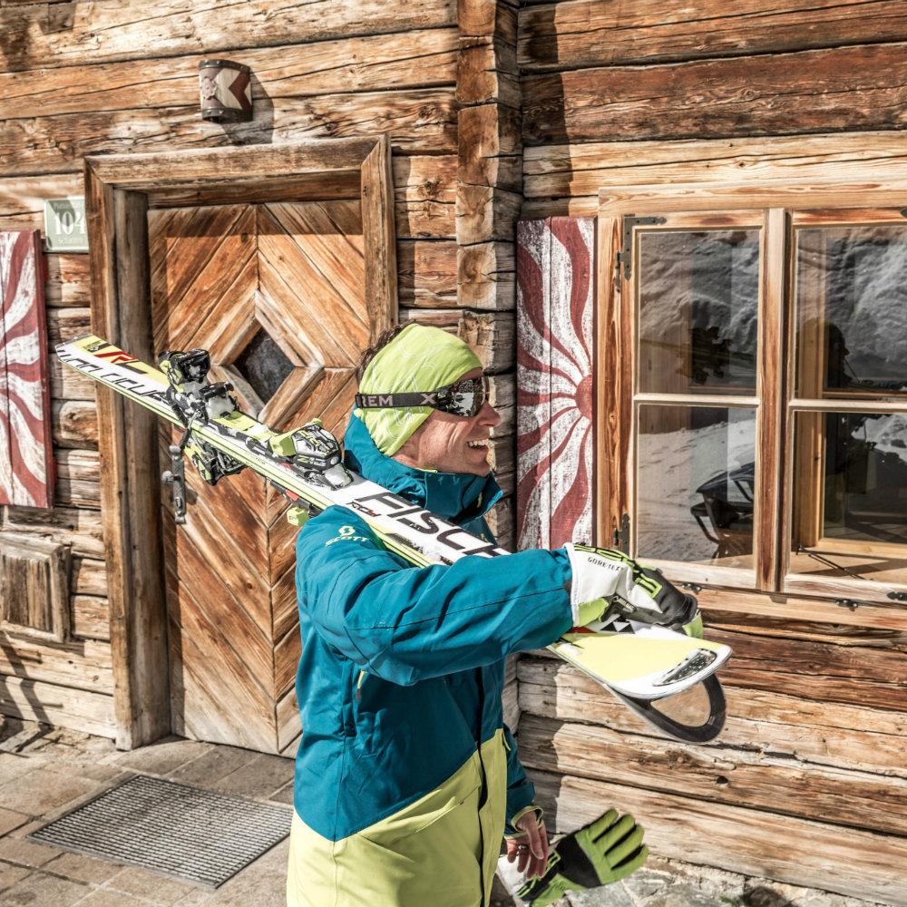 Mann Skier Hütte