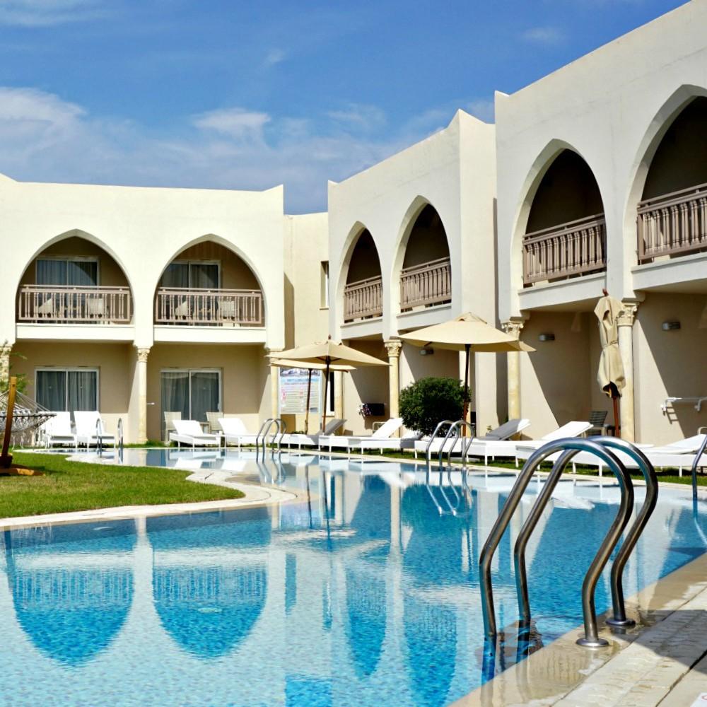 Swim-up pool TUI BLUE Palm Beach Palace