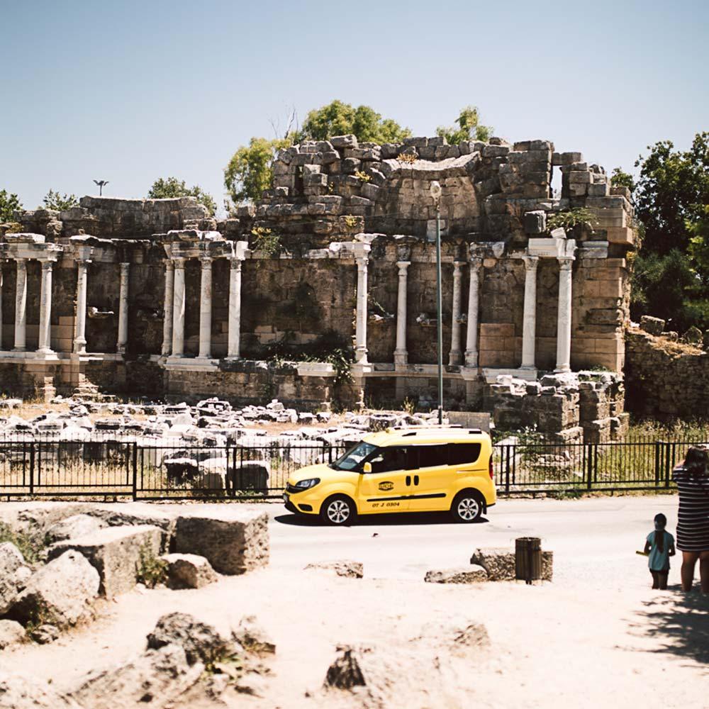 tempel ruinen side