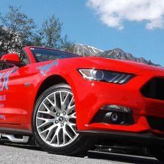 Mustang und Pferdestärken: Ein wilder Ritt im Cabrio