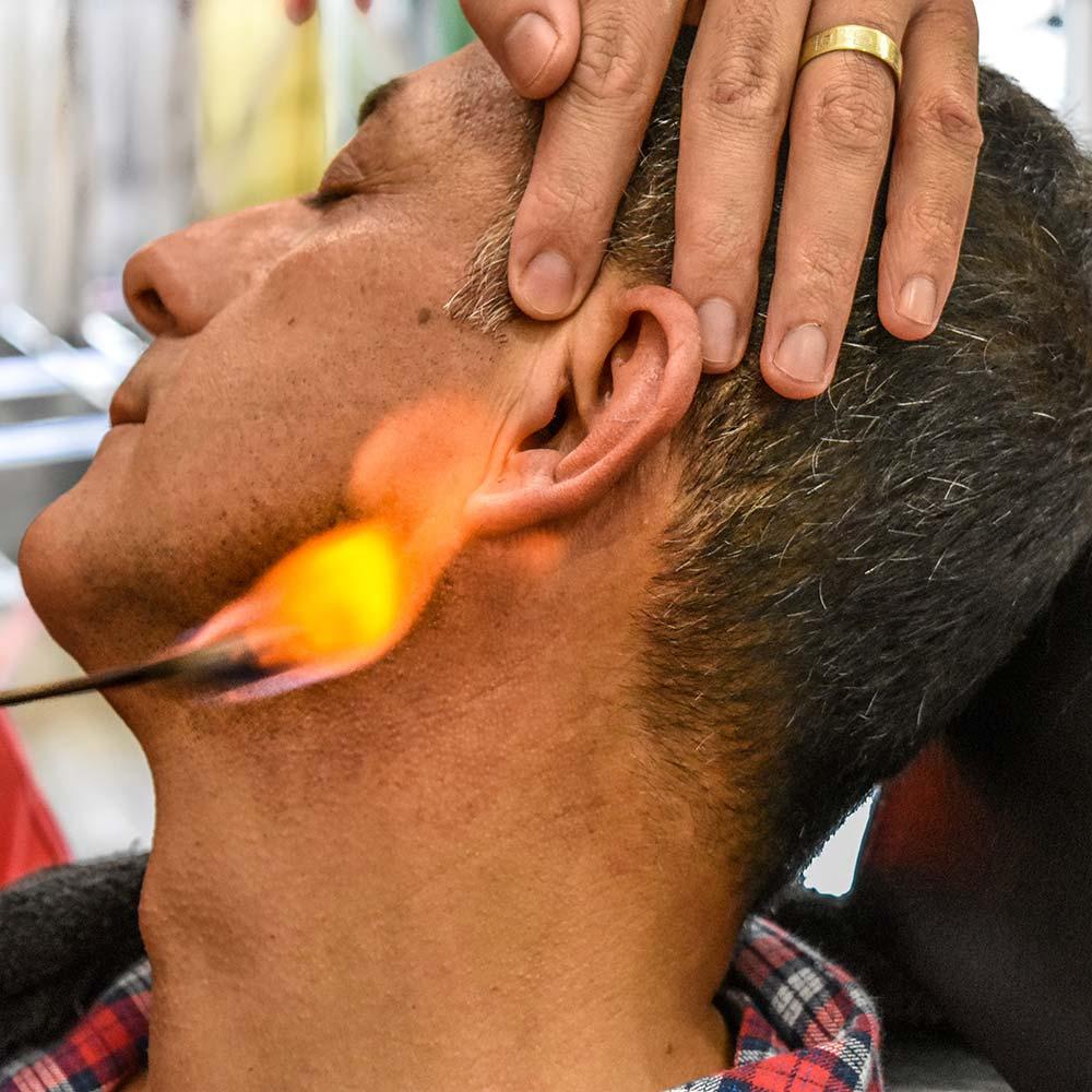türkischer Friseur heiße Flamme Ohr